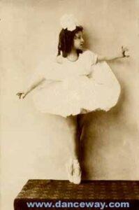 Photo W.Fleischer.Berlin Regina Royce - first dance steps
